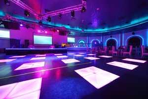Advantages of a Dance Bar Having Solar Panels